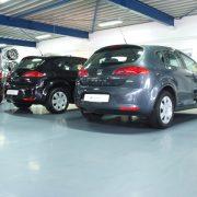 Autoshowroom PU gietvloer voorbeeld automotive vloer coating
