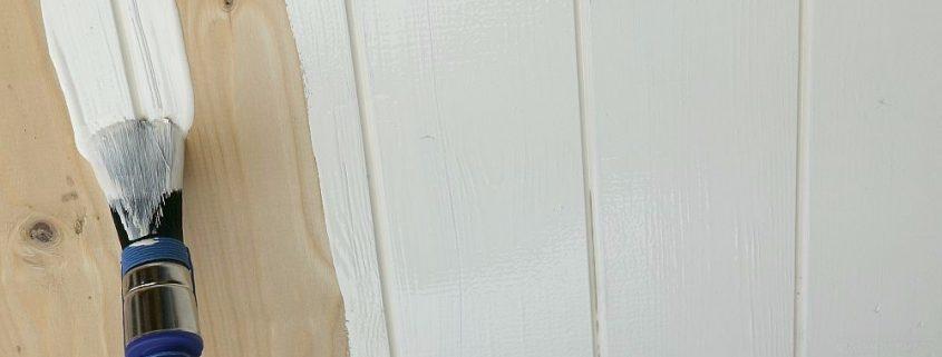 Grondverf aanbrengen op hout