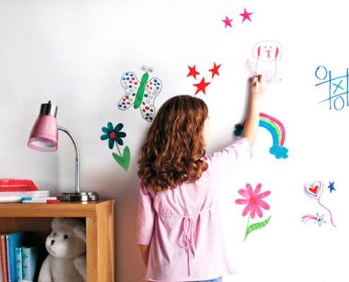 kind tekent op muur reinigbare verf